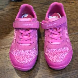Stride rite made to play shoes